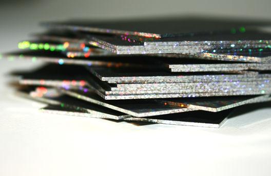 Drucksachen mit Folienkante, Folienschnitt, Folienfarbschnitt.